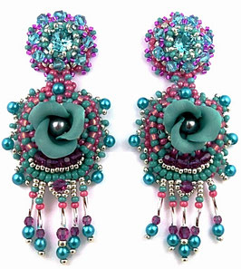 Boucles d'oreilles brodées turquoise, fuchsia, baroques