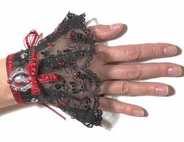 Manchette rétro baroque dentelle noire ruban rouge et son écrin d'art