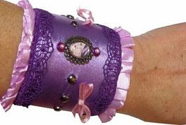 Manchette couture romantique violette et rose et son écrin d'art