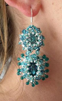 Boucles d'oreilles brodées couleur lagon, argent, cristal, verre, baroques