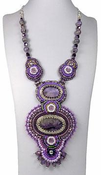 Collier brodé violet, argent, pierre de gemme Charoïte, bohème chic