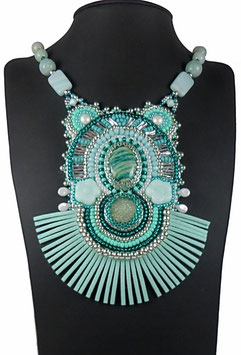 Collier brodé vert d'eau en argent, pierre de gemme, verre, cuir, boho ethnique chic, Roca