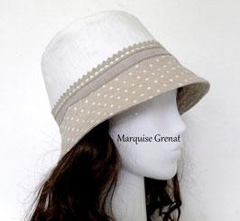 Chapeau cloche blanc beige à pois