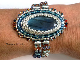 Orion bracelet brodé en argent et labradorite bleue