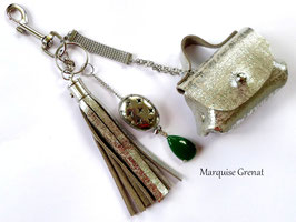 Bijou de sac porte clés boho rock argenté vert