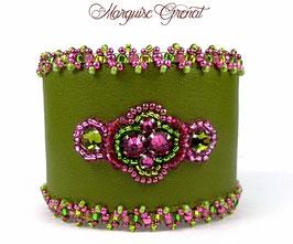 Bracelet en cuir brodé de cristaux Swarovski vert olivine fuchsia, glamour