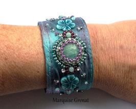 Bracelet Maeva brodé en soie lagon lilas