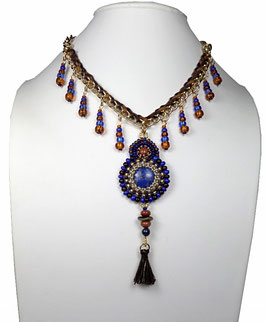 Collier pendentif brodé lapis-lazuli laiton doré, boho ethnique