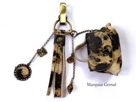 Bijou de sac bohème laiton bronze pompon cuir marron beige
