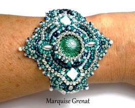 Bracelet brodé ajustable Lagon bleu argent blanc