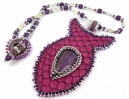 Collier ras du cou brodé en cuir de poisson violet et labradorite, rocaille plaqué argent
