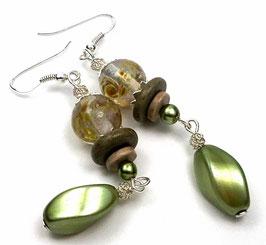 Boucles d'oreilles bohèmes vert anis beige en argent verre filé et céramique