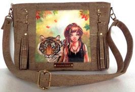 Sac Shania en liège de luxe beige or dessin d'art jeune femme au tigre