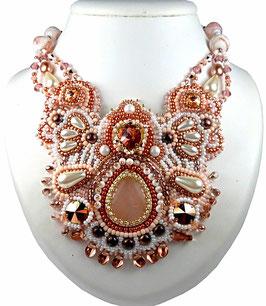 Collier plastron brodé rose blanc et or, cristal, quartz, verre, cuir, baroque Nude Eve
