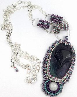 Collier pendentif brodé en argent cabochon renard en fluorite violet vert