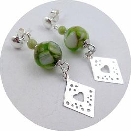 Boucles d'oreilles à clous en argent, perles coquillage vert et blanc nacré, losanges en pendants