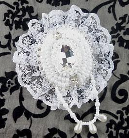 Broche brodée blanche, baroque romantique, mariage
