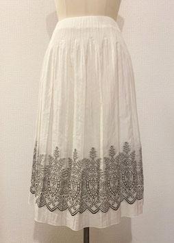 商品番号IS-7996-2W 刺繍柄スカート