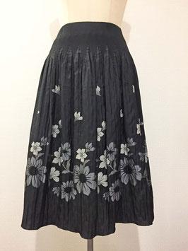 商品番号IS-8736-3W 花柄スカート(黒)
