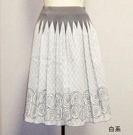 商品番号IS-8977-8W 2重メッシュバラ柄スカート