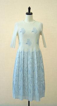商品番号IS-9390-2W シャーリング花柄ワンピース(ライトブルー)