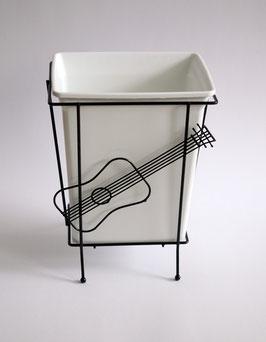 Papierkorb mit Gitarrenfigur