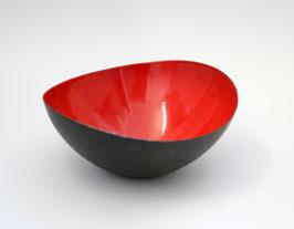Ovale, rote Krenit Schale von Herbert Krenchel