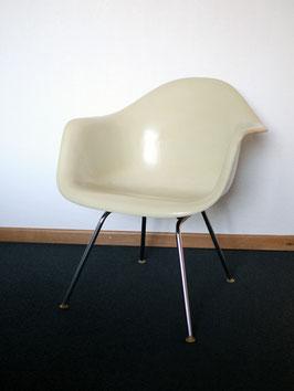 Eames Fiberglas Armchair DAX