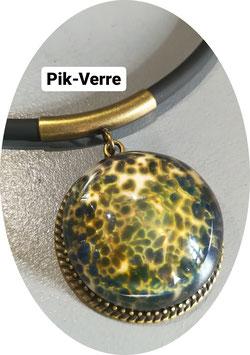 Collier pendentif verre réactif