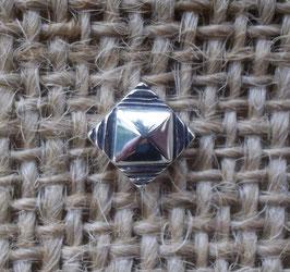 """Puce """"pyramide noire"""""""
