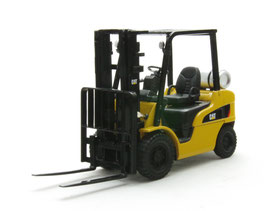 1/25 CAT P5000 LIFT TRUCK【85223c】