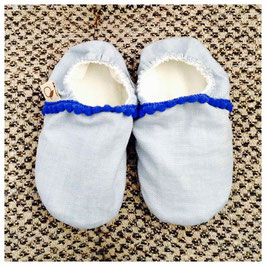 Slippers en denim et pompons