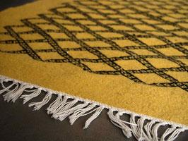 Tapis descente de lit berbère jaune en laine