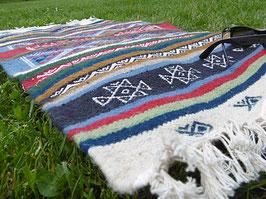 Petit tapis berbère coloré en laine