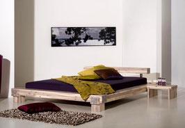 Massivholzbett aus Akazienholz