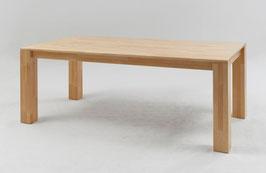 Esszimmertisch aus Massivholz