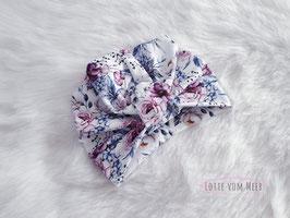Turbanmütze weiß mit Blumenstrauß