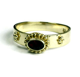 Gold plated zilveren ring met granaat