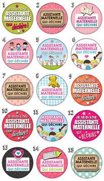 """Badge """"Assistante maternelle qui déchire"""""""