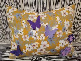 Kuschelkissen Blumenwiese mit Schmetterlingen