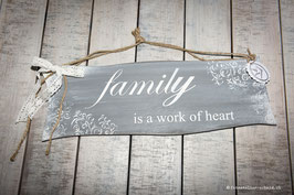 "Schablone ""Family is a work of heart"""