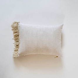 COUSSIN 30 X 40 CM drap franges dorées et blanches / CUSHION 30 X 40 CM sheet gold and white fringe