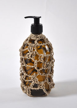 FLACON POMPE VIDE lin naturel 500 ml verre brun / EMPTY PUMP BOTTLE natural linen crochet 500 ml/16,9 fl oz, brown glass
