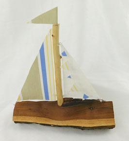 Segelboot aus Spaltholz