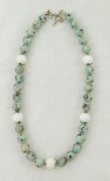 Kette Sesamjaspis mit weißer Jade