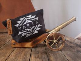 Personalisierte Canvas-Tasche, schwarz, Aztekenmuster, Lederanhänger
