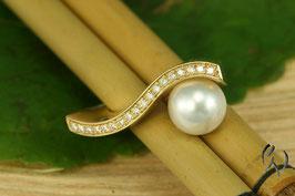 Ring Gold 750/- mit einer weißen Südseeperle und Brillanten