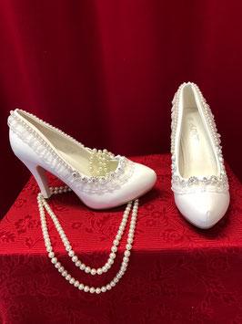 Brautschuhe mit Perlen