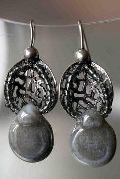 Boucles d'oreilles goutte de céramique grise