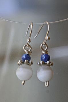 Boucles d'oreilles oeil de chat blanc et bleu vif